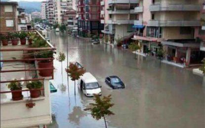 """FOTO+ VIDEO: Mrekullitë e Dritan Lelit, në Vlorë mund të """"peshkosh"""" edhe në Bulevard"""