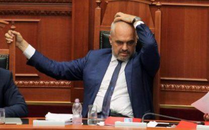 Qeveri e lodhur, tamam në ikje