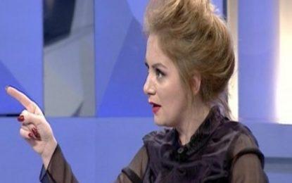 Iris Luarasi: 'Larg patetizmave që u ka kaluar koha, një ministre që qan s'i bën mirë askujt!'