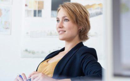 Si të vishemi nga e hëna në të premte, 5 kombinime për një 'look' kreativ në zyrë