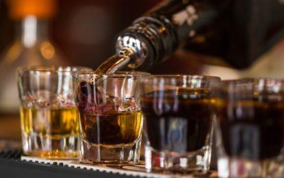 Pirja e alkoolit, 10 dëme që i shkakton shëndetit
