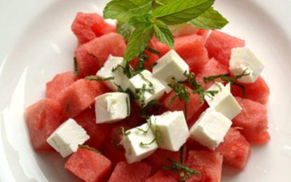 Çfarë të gatuani për mbrëmjen e ndërrimit të vitit / Tri sallatat që nuk duhet të mungojnë në tryezën tuaj