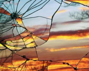 Pasqyrë e thyer