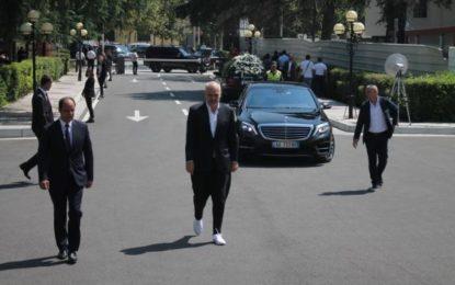 Kriza ekonomike zbraz Shqipërinë/ Rama reklamon atletet