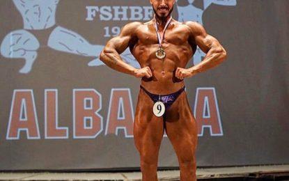 """Njihni Klajdi Gjumsin kampionin më të ri të  """"Men Bodybuilding Junior"""""""