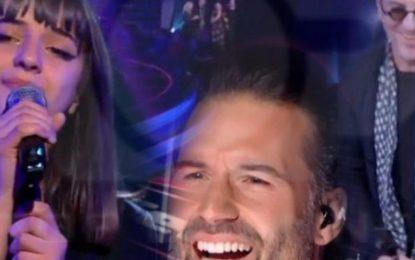 """Vajza e Robert Aliajt 'çmend' Jurinë e """"The Voice"""" në Belgjikë"""