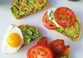 Ç'duhet të konsumojmë për mëngjes në mënyrë që t'i plotësojmë nevojat e trupit?