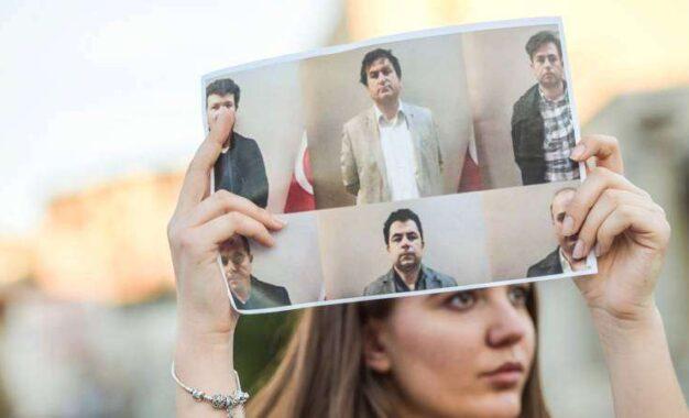 Dënohen me 57 vite burg, arsimtarët e dëbuar nga Kosova nga shërbimi sekret turk