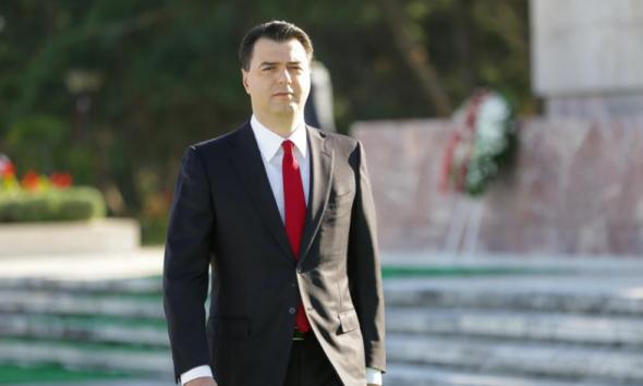 """Basha homazhe pranë """"Varrezave të dëshmorëve""""/ 28 nëntori tjetër do të na gjejë me një Shqipëri më të shëndetshme"""