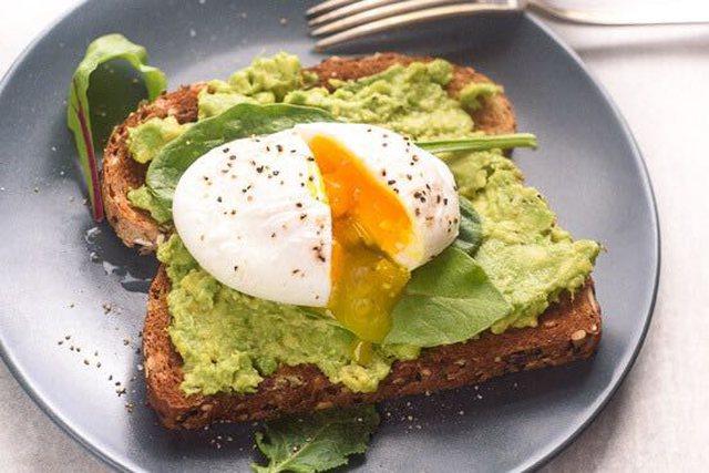 Kur është koha e duhur për të ngrënë mëngjes, në mënyrë që të mos shtojmë peshë